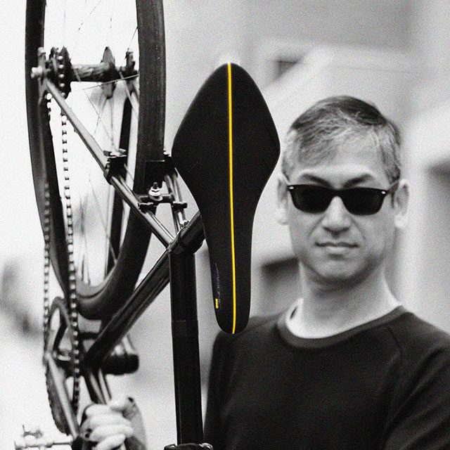 black fi'zi:k arione bike seat lifted
