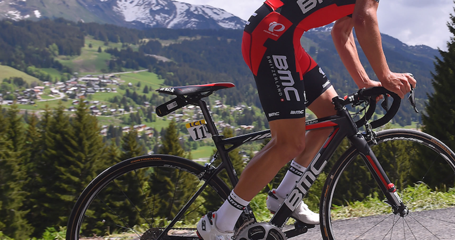 pro cyclist in the mountains with fi'zi:k arione bike seat