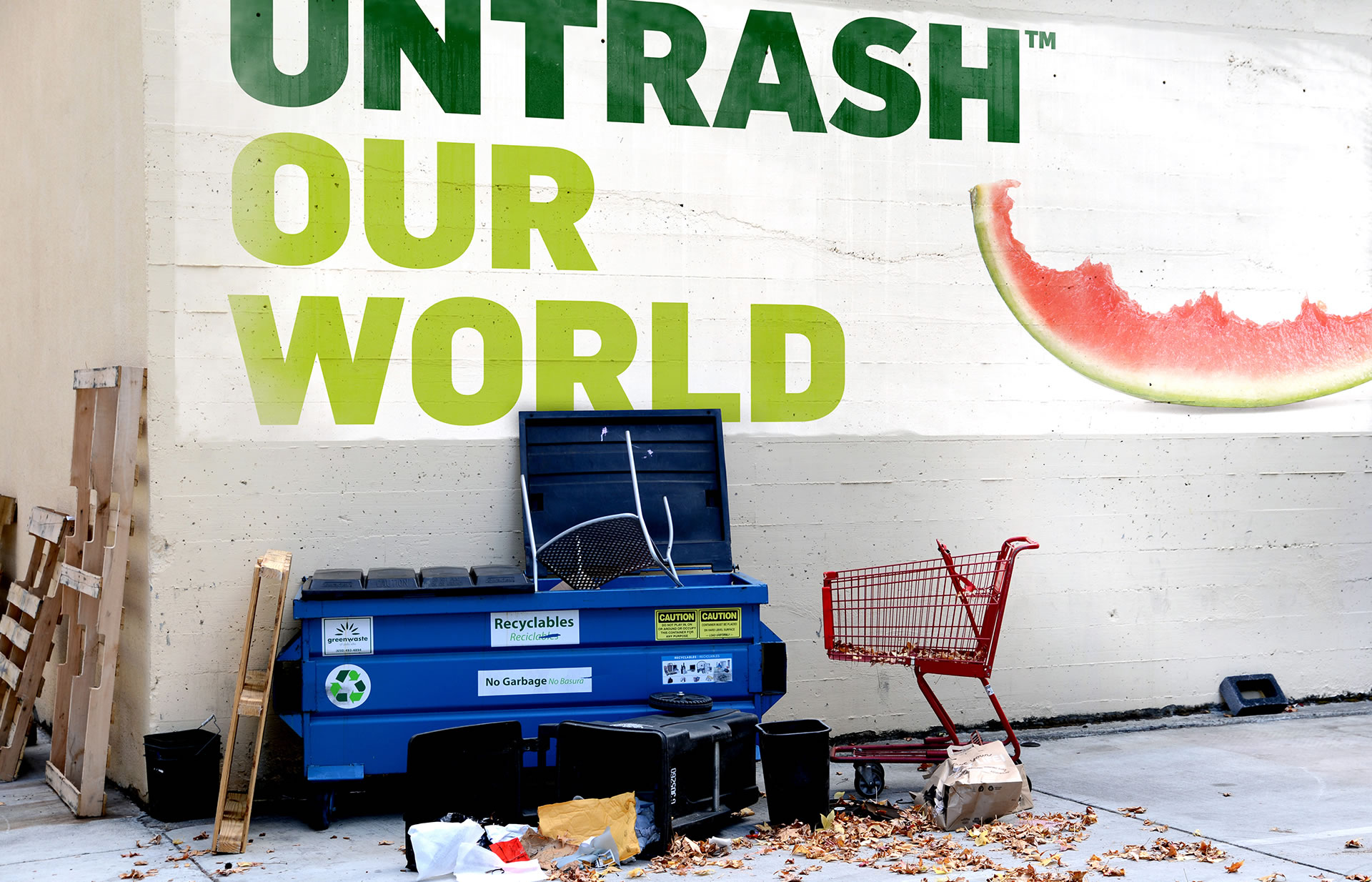 Untrash Our World message on the wall